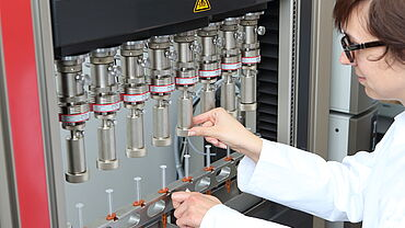 Serial and parallel tests on syringe systems
