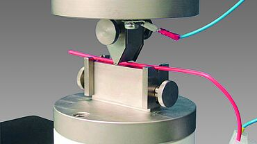 Measuring the notch resistance of electrically low voltage cables